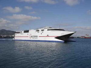 Catamaran acciona Trasmediterranea